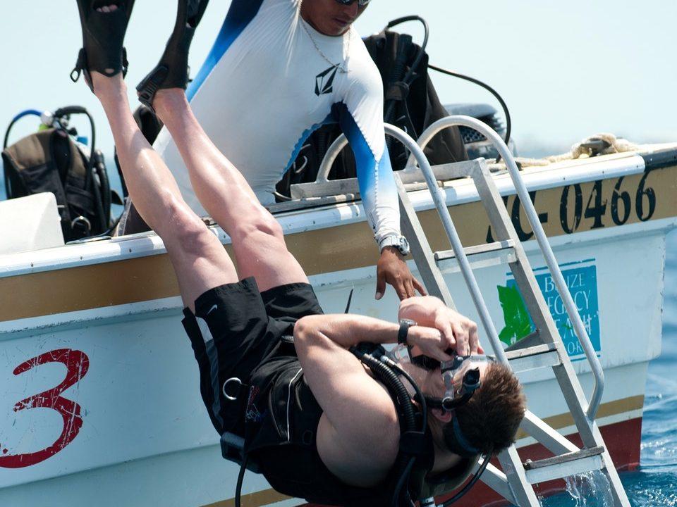 https://belizeresortandspa.com/blog/wp-content/uploads/2018/05/scuba-diving-in-belize-960x720.jpeg